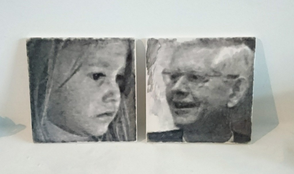 Portrettegels naast elkaar
